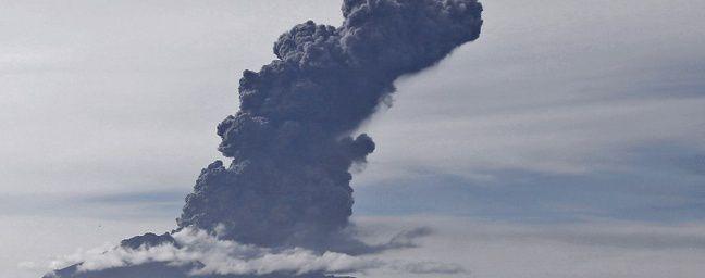 Chili: Nouvelle éruption spectaculaire du volcan Calbuco