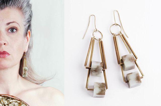 DIY Ohrringe mit Kunstharz-Würfeln und Messingrohr