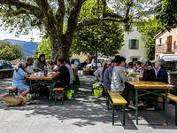 La sixième  fête des voisins de la Mure Argens  et de l'association le Riou ...