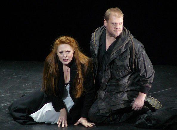 Martina Serafin (Sieglinde) et Stuart Skelton (Siegmund) - Die Walküre - dm Philippe Jordan, le 17 février 2013 à l'Opéra Bastille