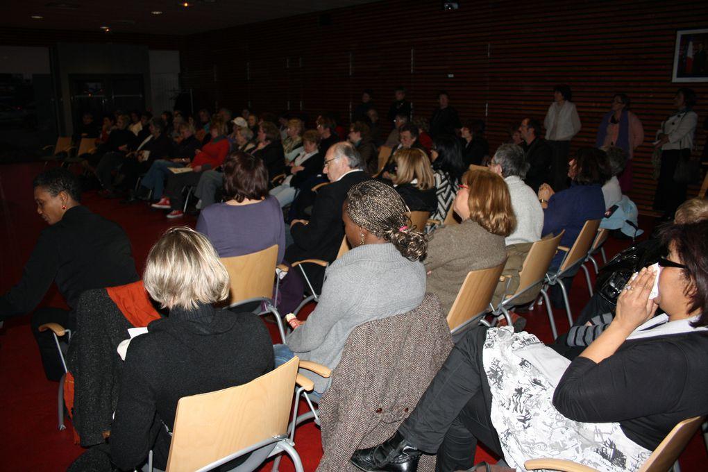 Quelques vues des temps forts de la Journée mondiale des femmes en 2010 à Saint-Herblain (salle des mariages...).