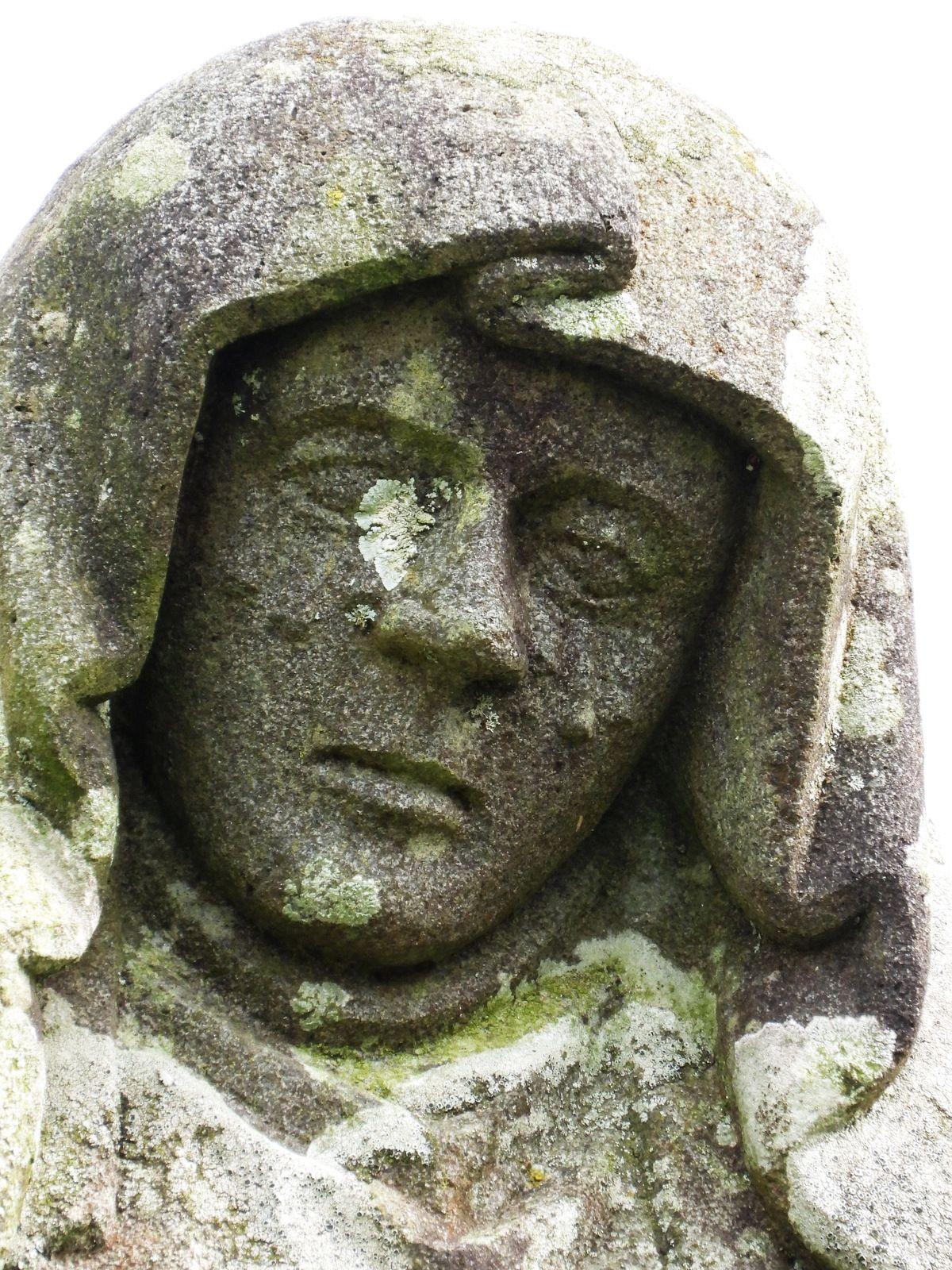 Calvaire (Granite et kersanton, atelier Prigent vers 1550 et anonyme vers 1910) de Lambader en Plouvorn. Photographie lavieb-aile 2017 et 2020.