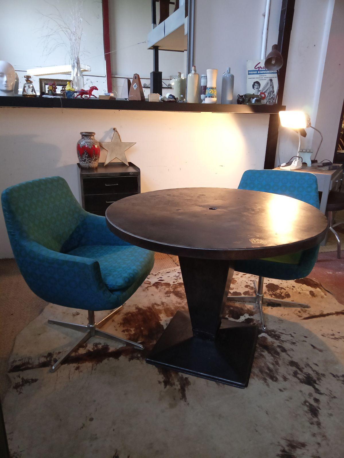 TABLE TOLIX  vendue