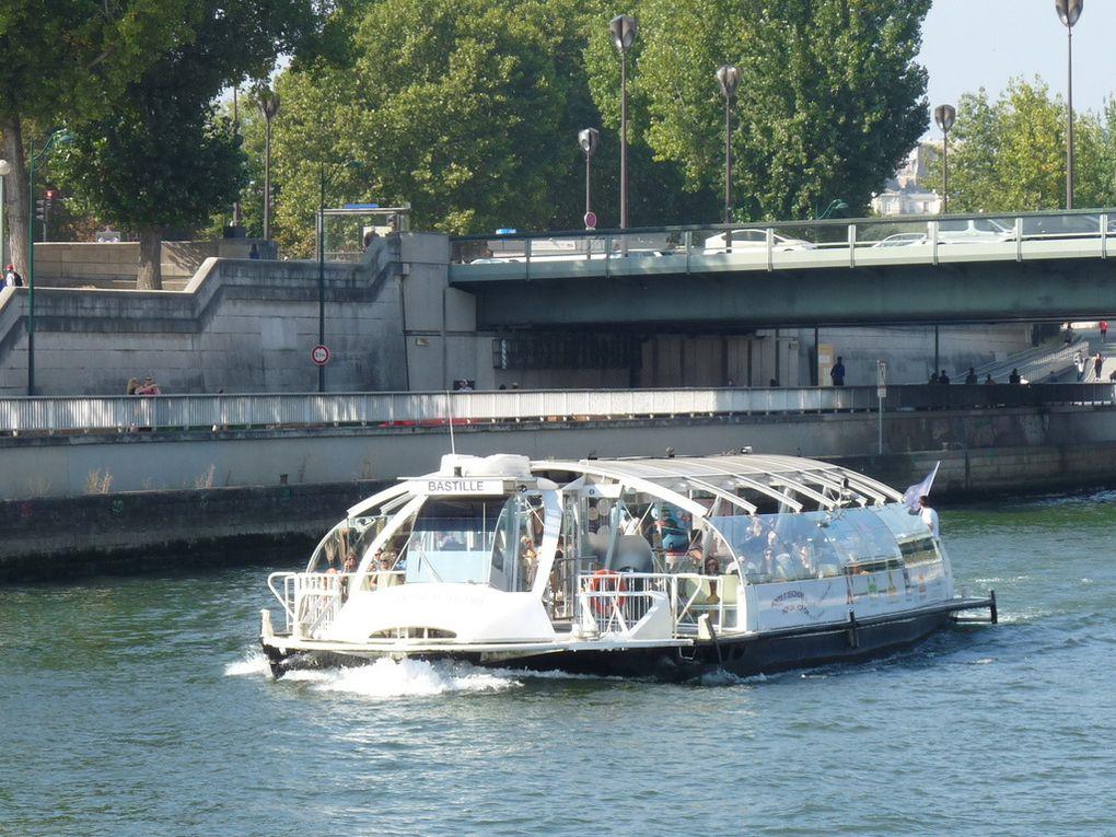 BASTILLE , sur la Seine à Paris