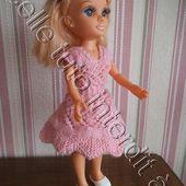 tuto gratuit poupée : robe aux deux vols d'hirondelles - Chez Laramicelle