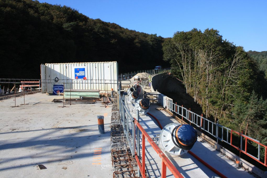 Photos: Emmanuel CRIVAT©  (22-23 septembre 2009) Le pont de Térénez en construction: les pylônes... Le pont actuel, inauguré en 1925…