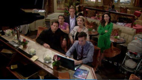 <p>Panels de photos diverses sur les évènements du soap opéra</p>