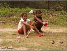 Les petites filles aux hibiscus