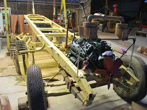 la boite, les pignons intérieurs - le support de boite - le chassis avant assemblage