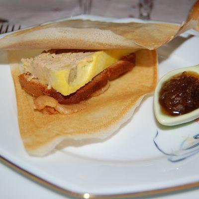 Millefeuille de foie gras et de pommes épicées