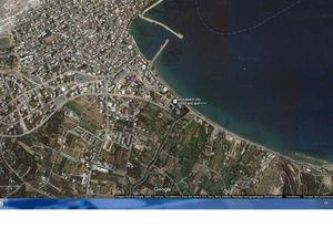 Sitia : un parking à l'est de Sitia,  il faut juste traverser la route pour aller à la plage