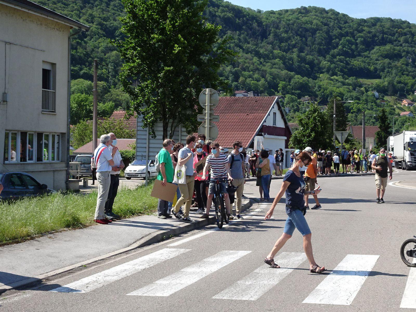 Manifestation : RN83/RN57 au rond-point de Beure
