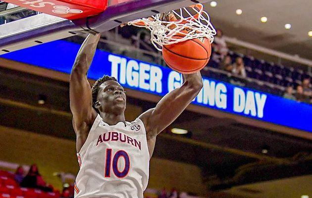 Avec le choix n°37 de la NBA Draft 2021, les Charlotte Hornets sélectionnent JT Thor de l'université Auburn