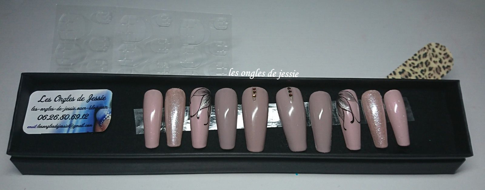 """- Capsules """"Press on Nails"""""""
