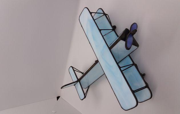 Réalisation d'un avion biplan en vitrail - Vitrail Tiffany