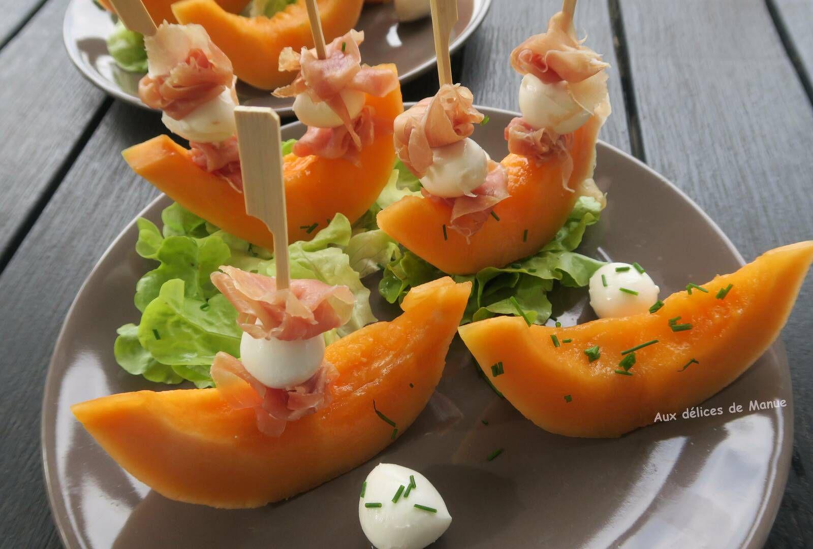 Barques de melon et leurs mâts de Serrano et mozzarella