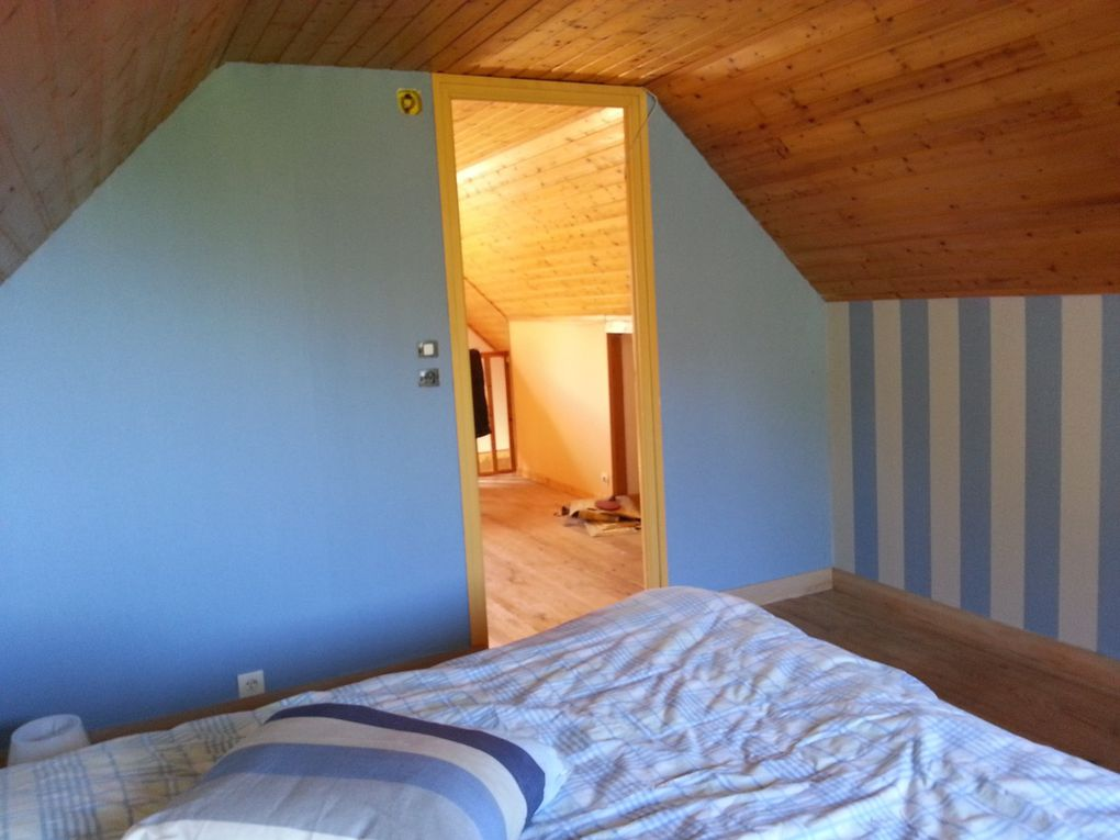 the bedroom upstairs- with nice view - quick refurbishment  in  2016 - nouvelle déco au mur