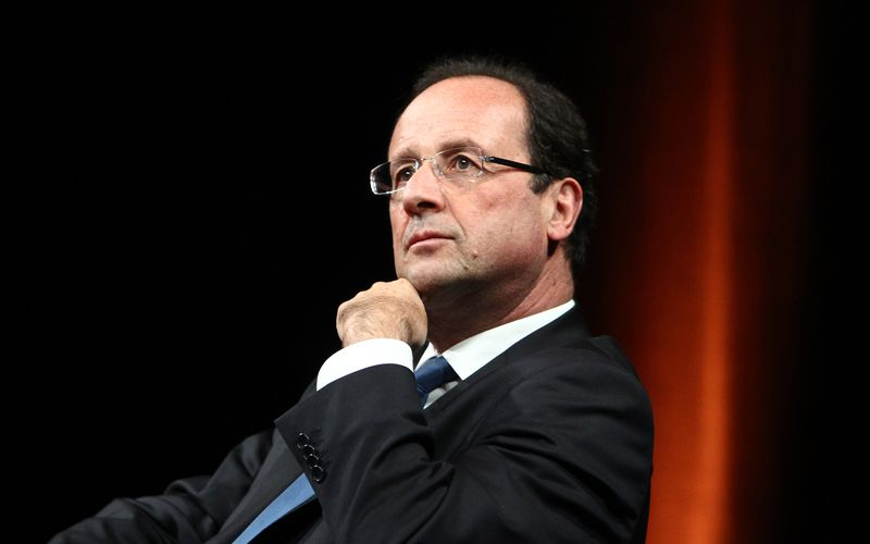 Hollande cogite à un remaniement