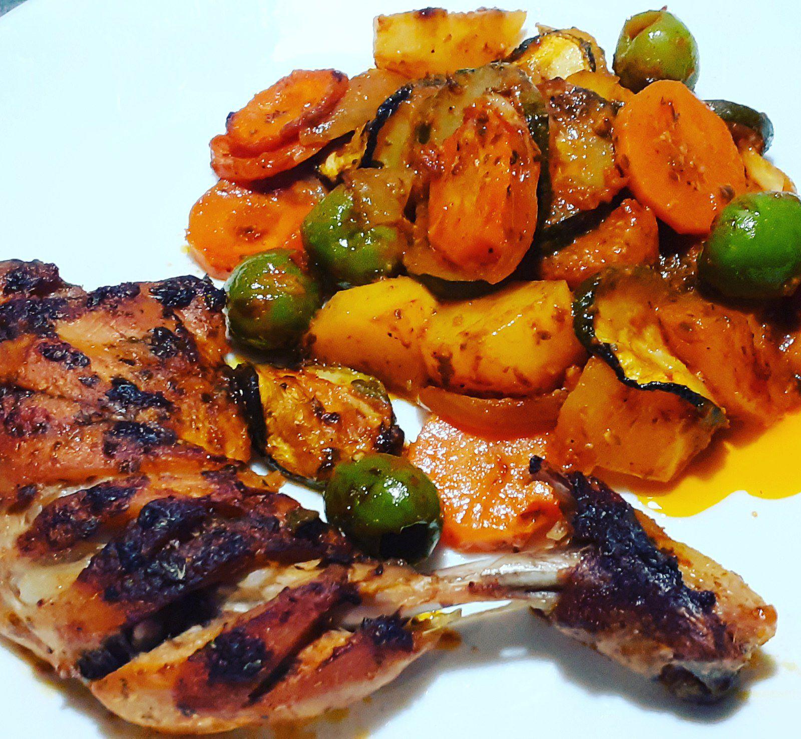 Cuisses de poulet et légumes marinés.