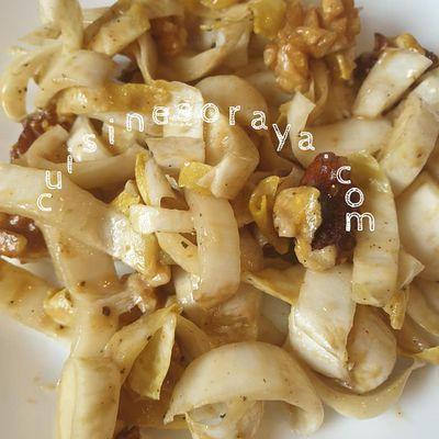Salade d'endives et noix