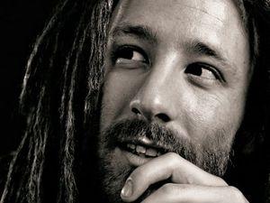 vanupié, un chanteur de reggae français qui a su passer d'une agence de pub à la chanson dans le métro