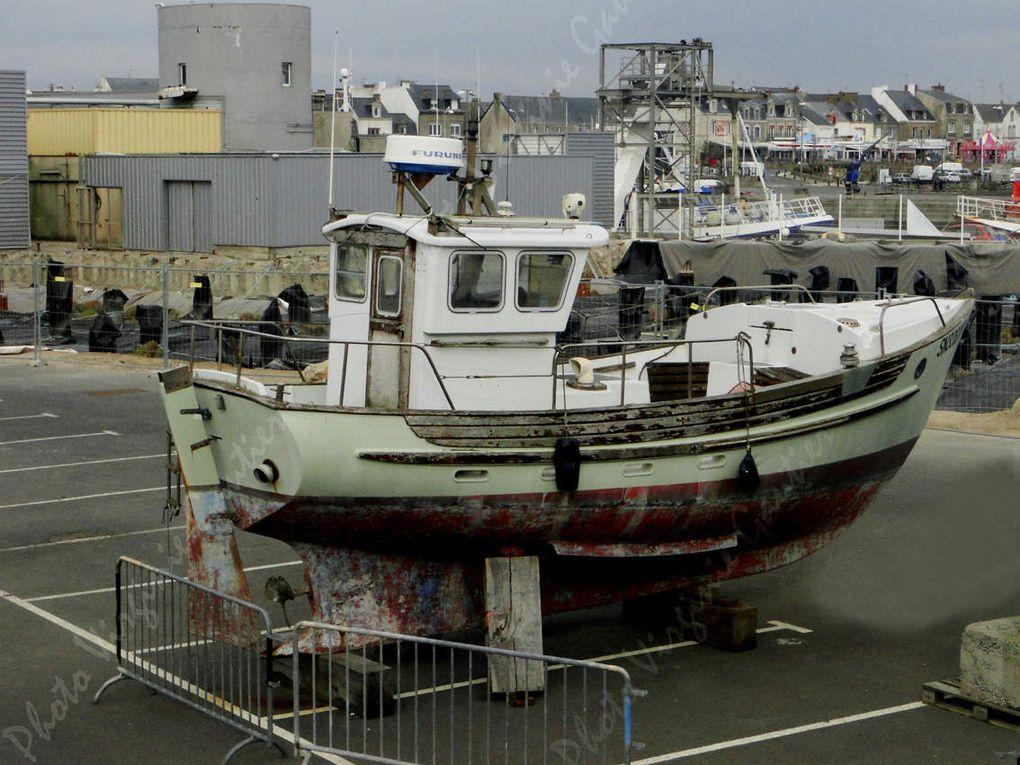 Bateaux au carénage, bateaux de pêche, bateaux de plaisance La Turballe