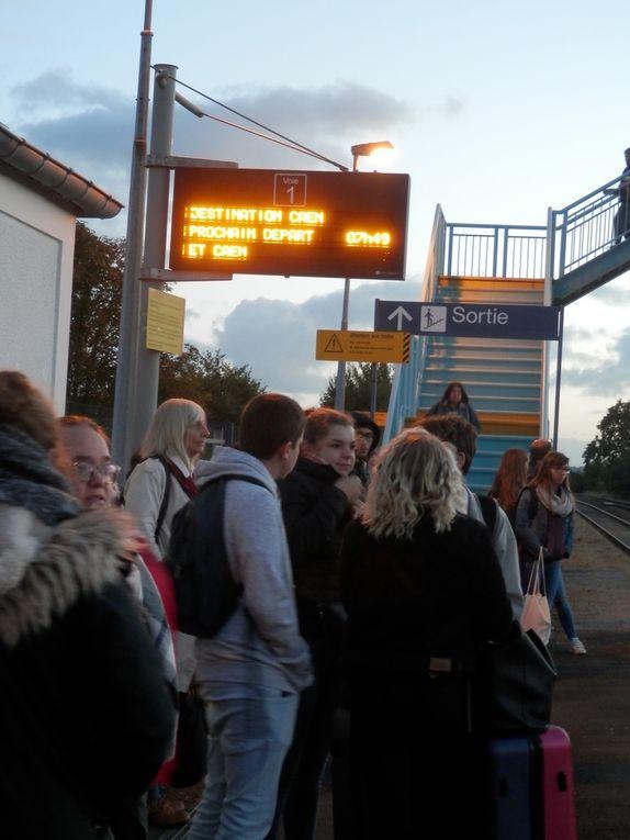 Sur les quai de Saint-Pierre-en Auge. Train de 7h.42. Photos du Collectif