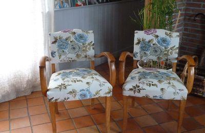 Les fauteuils du tonton et la housse passepoilée.