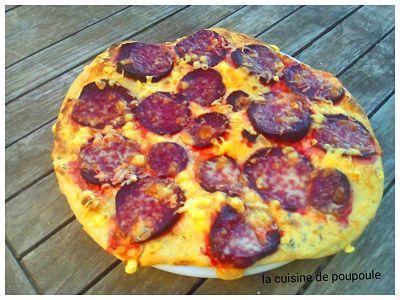 Pizza à la betterave et fromage ail et fine herbe