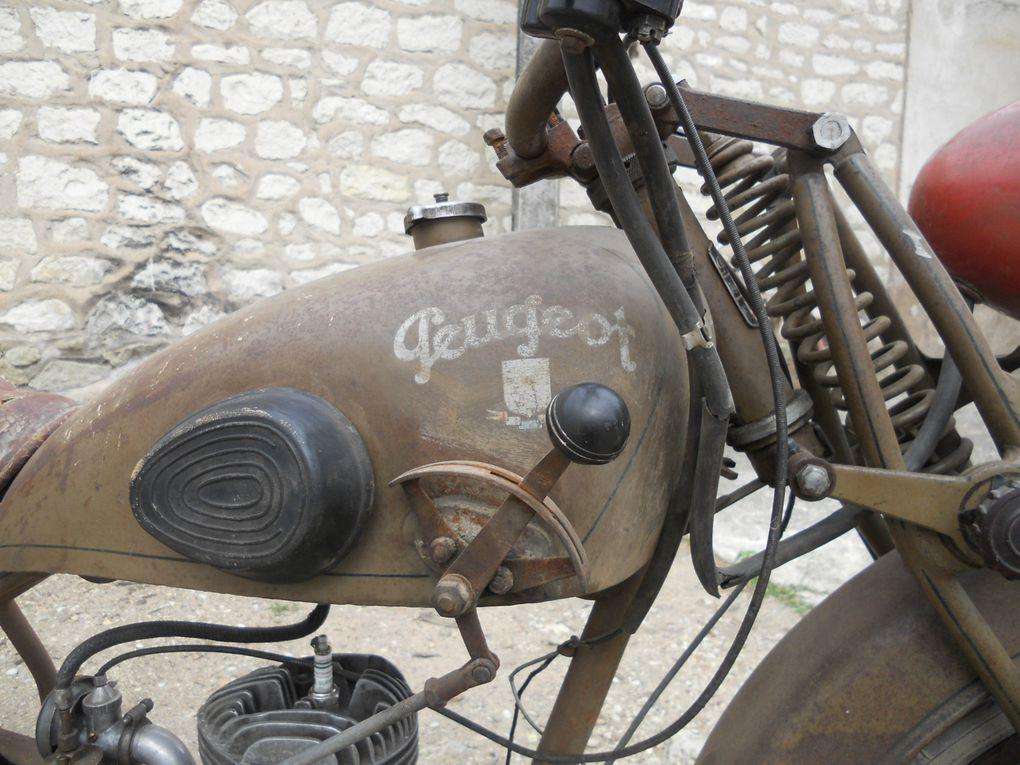 Peugeot 55 D du 1948 125cc - 3 vitesses au réservoir Année : 1948 N° moteur : 54...... N° cadre : 54...... Carburateur :
