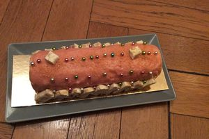 Ma bûche nougat fruits rouges qui brille