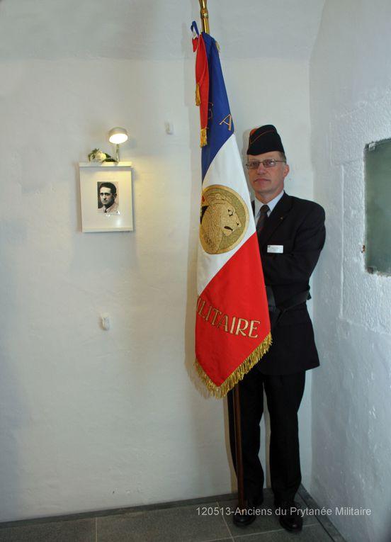 Dim 13 mai 2012 - visite de l'association des anciens du Prytanée Militaire. Dépôt de gerbes à la stèle et moment de recueillement au cénotaphe. En présence du VAE Labonne, Préfet Maritime de  l'Atlantique et de M Bacor, maire de Plougonvelin