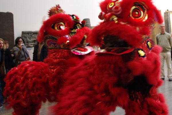 Lions et dragon pour le nouvel an chinois au musée Guimet