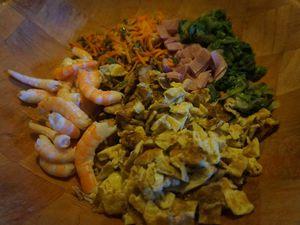 Nouilles chinoises sautées poulet/légumes.