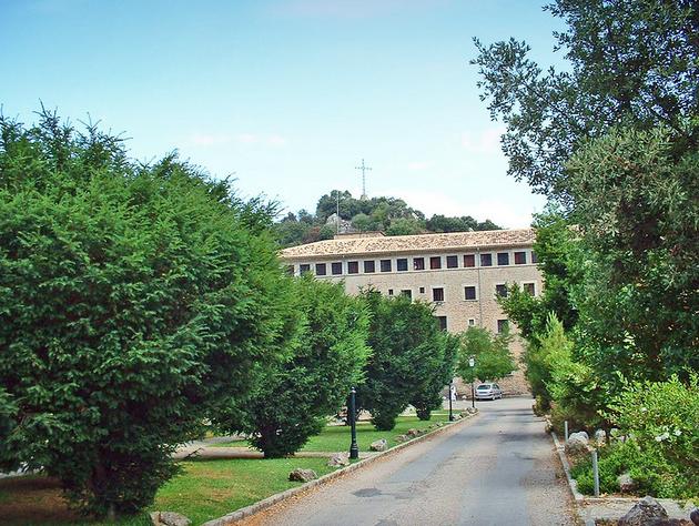 Le  monastère de saint Lluc