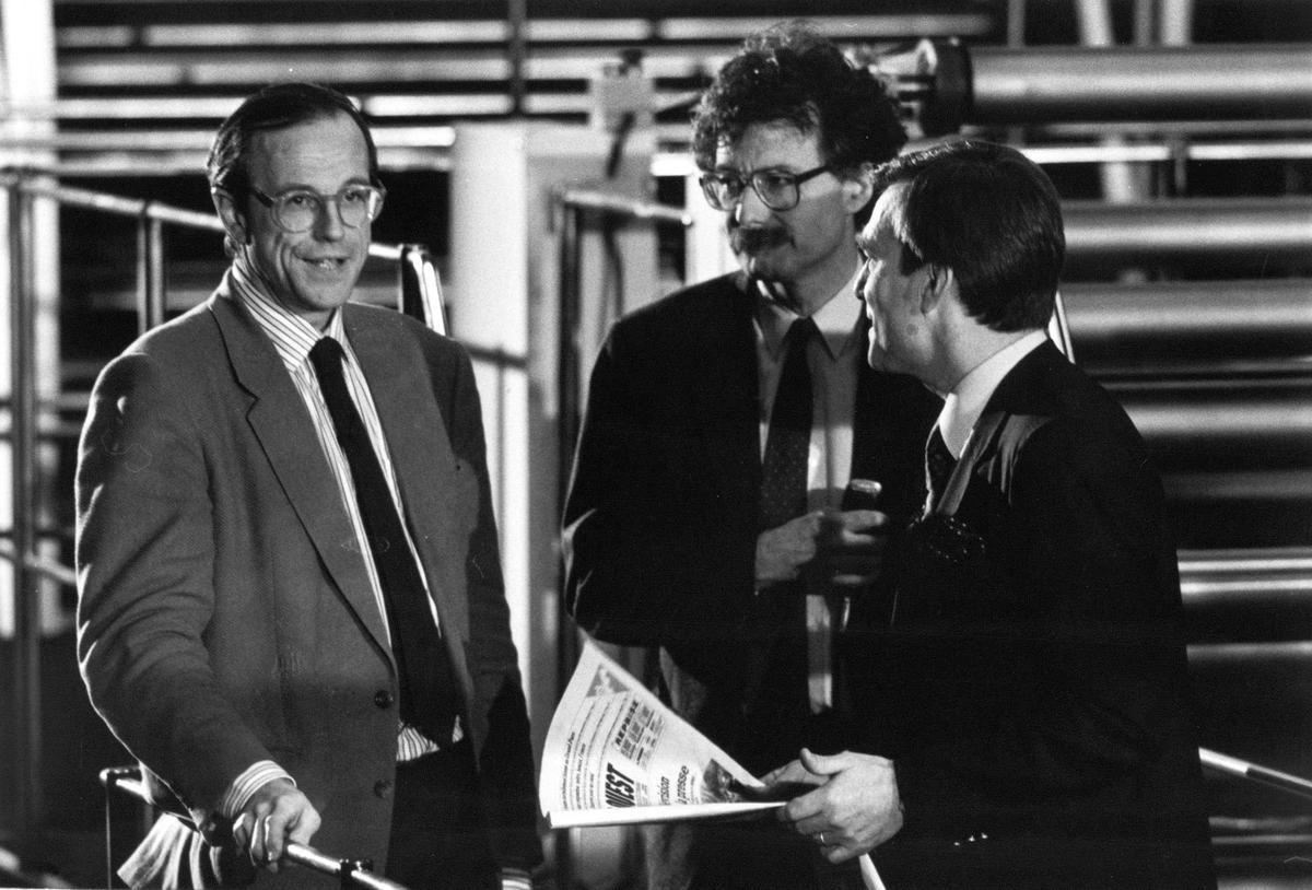 """Le 29 janvier 1988, Jean François Lemoine et Joël Aubert participent à l'émission Alexandre Baloud en direct de l'imprimerie du Journal """"Sud Ouest"""" à Bordeaux. Crédit photo : Michel André"""