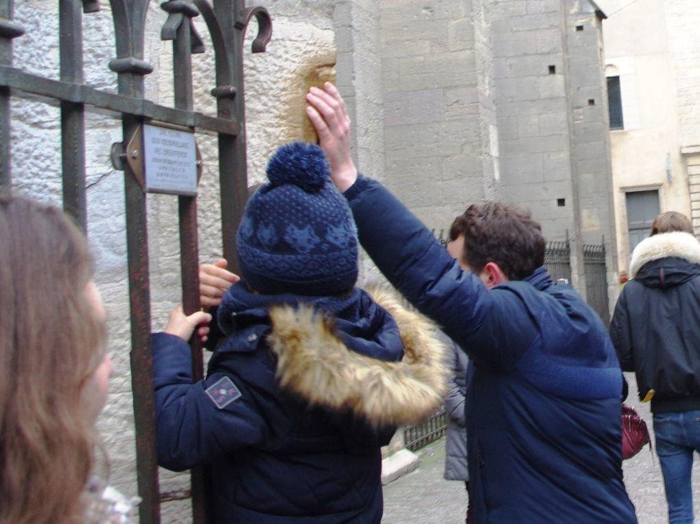 Le voeu des dijonnais et des touristes. La chouette doit étre touchée avec la main gauche pour que le voeu soit exaucé !
