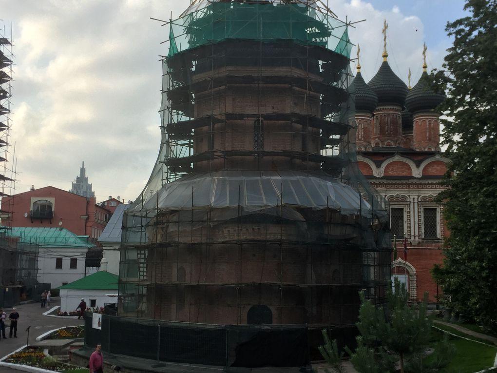 Chronique de la Moscova: les aventures d'un rivesaltais à Moscou! Staring Jean Lhéritier