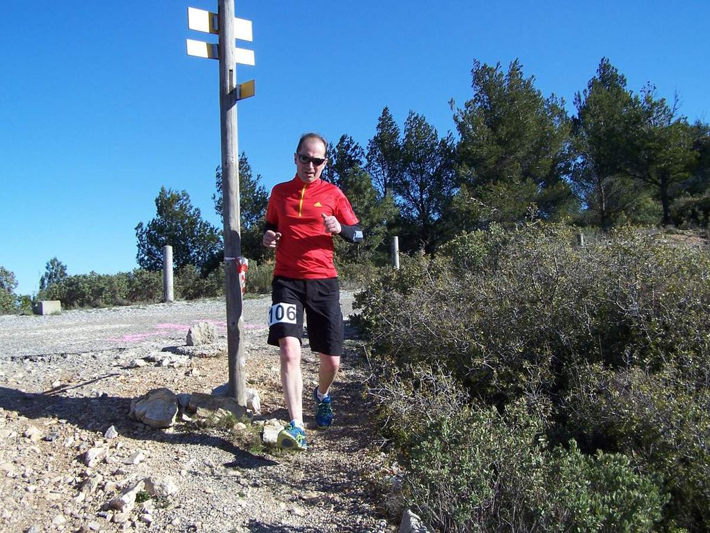 Passage des coureurs du trail (17 km) au sommet du massif de l'Etoile