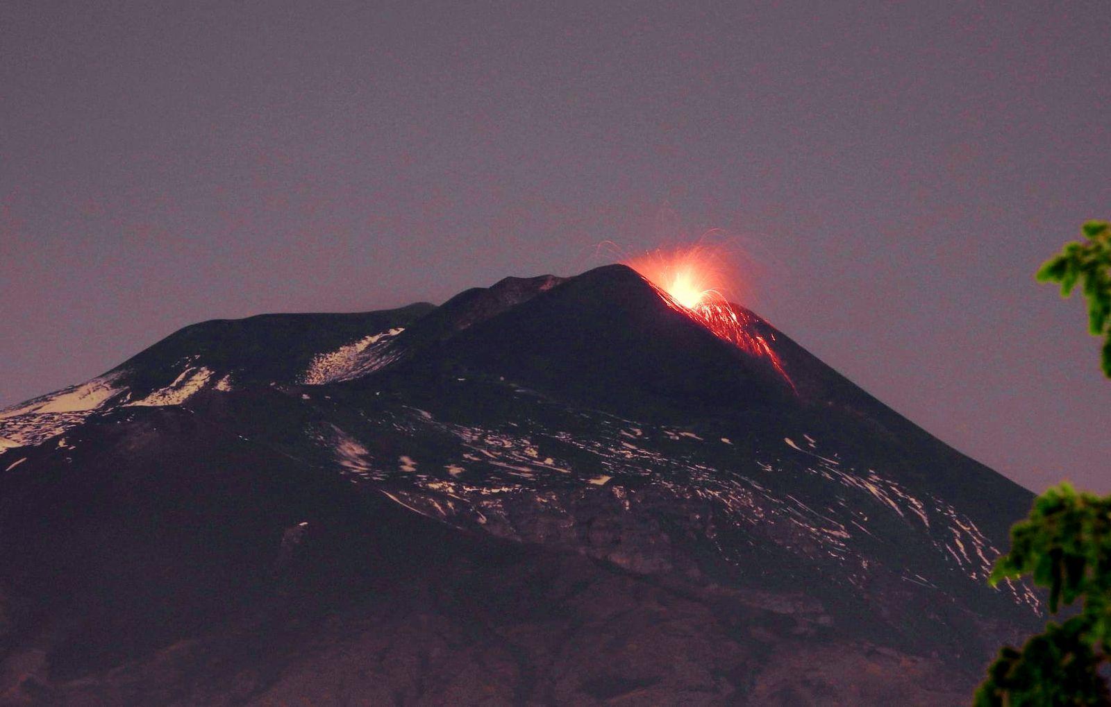 Etna SEC - Strombolian activity of 04.26.2021 - photo Boris Behncke