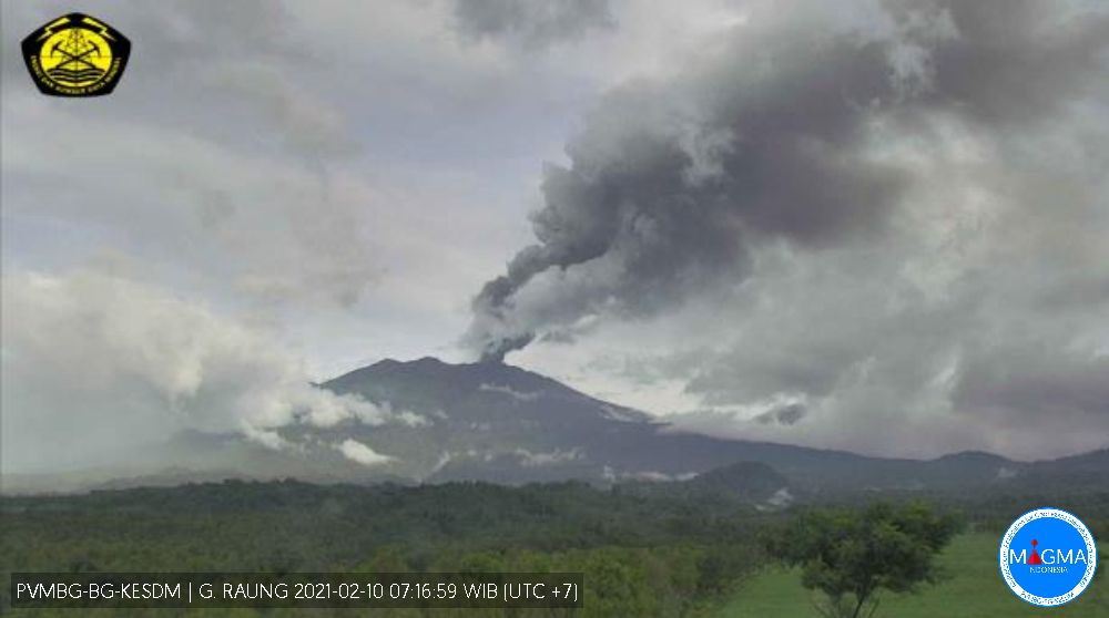 Raung - ash emission of 02.10.2021 / 07:16 WIB - PVMBG webcam