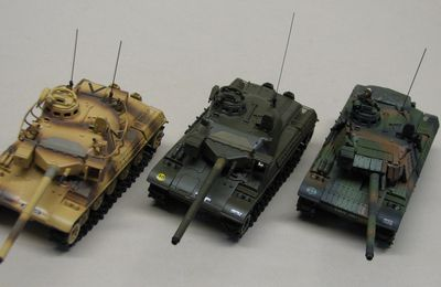 Trio d'AMX-30 B2  (base Solido - 1/50 - par Robert B.)