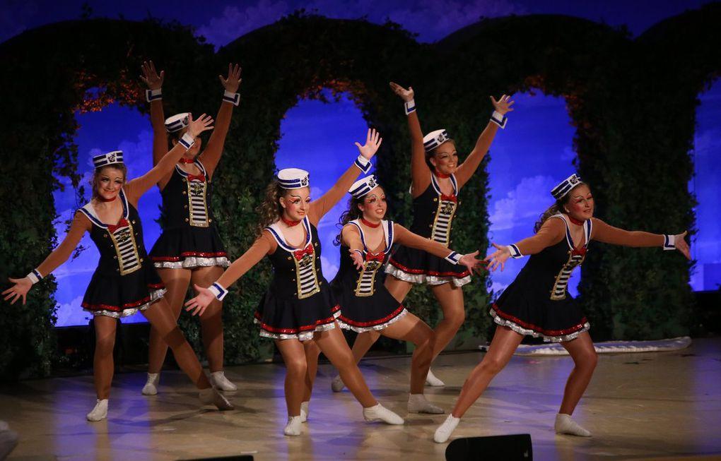 """Die Aktivengarde wusste auch noch als Hofkellerballett mit dem in der Fernsehsendung """"Närrische Weinprobe"""" unter dem Titel """"Auf hoher See"""" aufgeführten Tanz zu imponieren."""