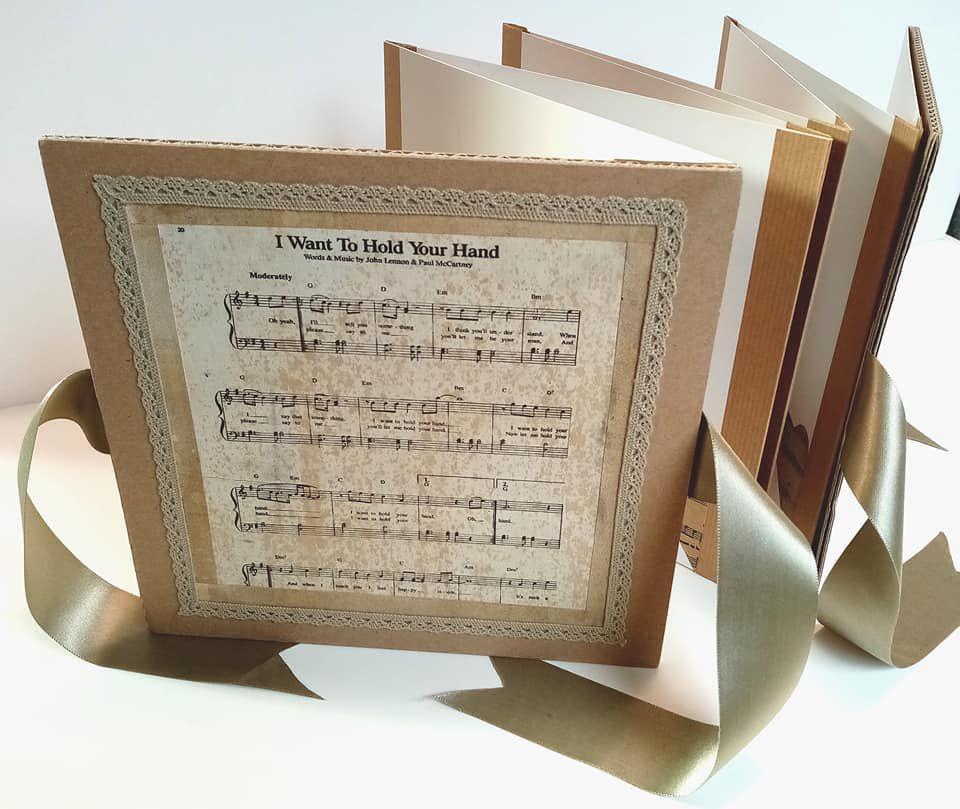 Album photo en livre accordéon réalisé par une stagiaire.