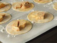 Ravioles de foie gras aux truffes et jus au porto