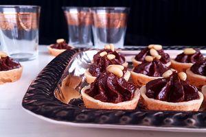 Petits fours au chocolat et pignon de pin