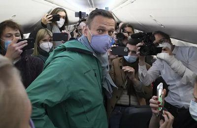 Russie : l'opposant politique Alexeï Navalny arrêté à son arrivée à Moscou, six mois après son empoisonnement