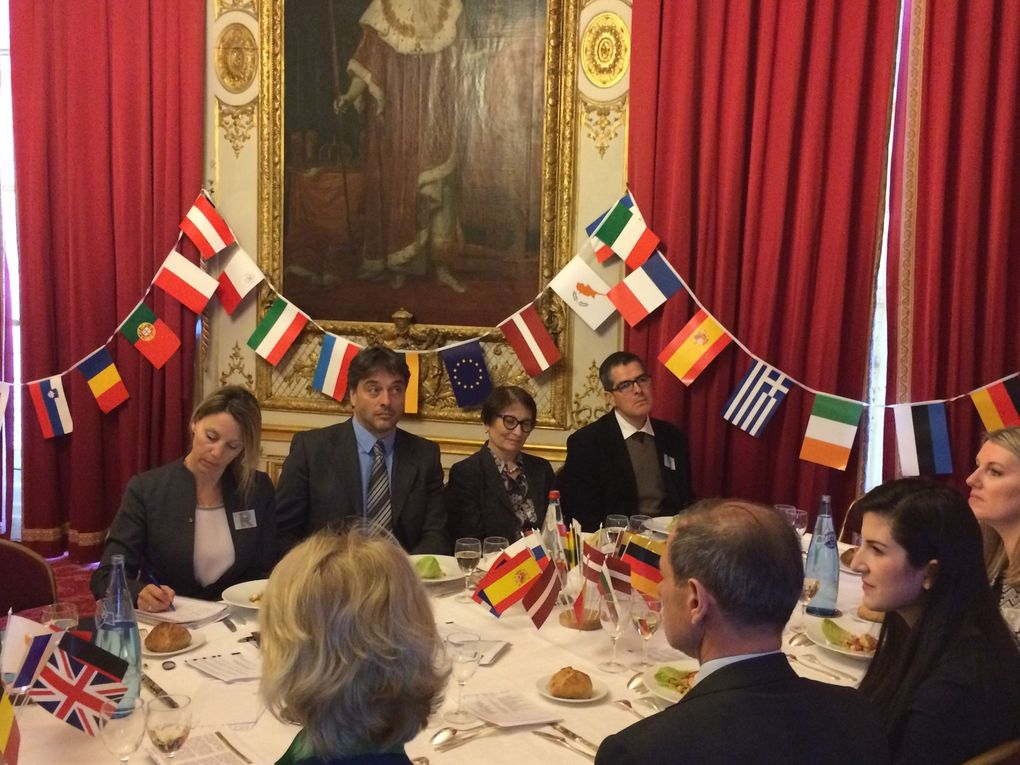 25 AV - SE. M. Rolf Einar FIFE Ambassadeur de Norvège en France - «L'Union européenne vue de la Norvège»