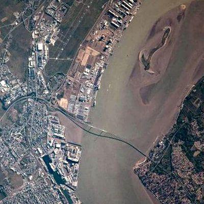 Pays de la Loire  Saint-Nazaire Le pont de Saint-Nazaire vu de la station spatiale internationale par Thomas Pesquet !