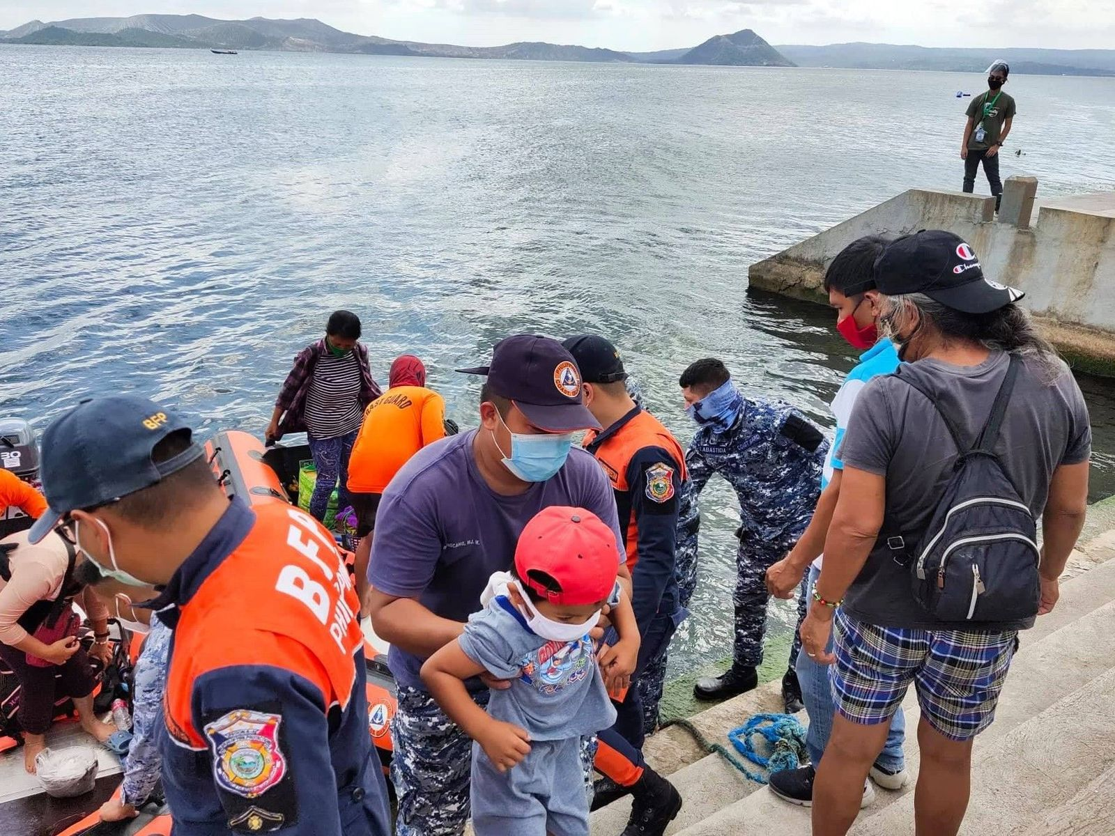 Taal - 02.16.2021 - evacuation of the inhabitants of the central island with the help of the Coast Guards - doc. via Philstar